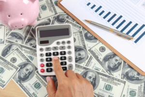 Finances_calculator-money-piggy-bank